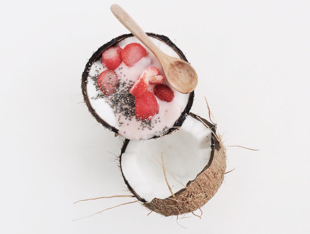 Capsuni si cocos